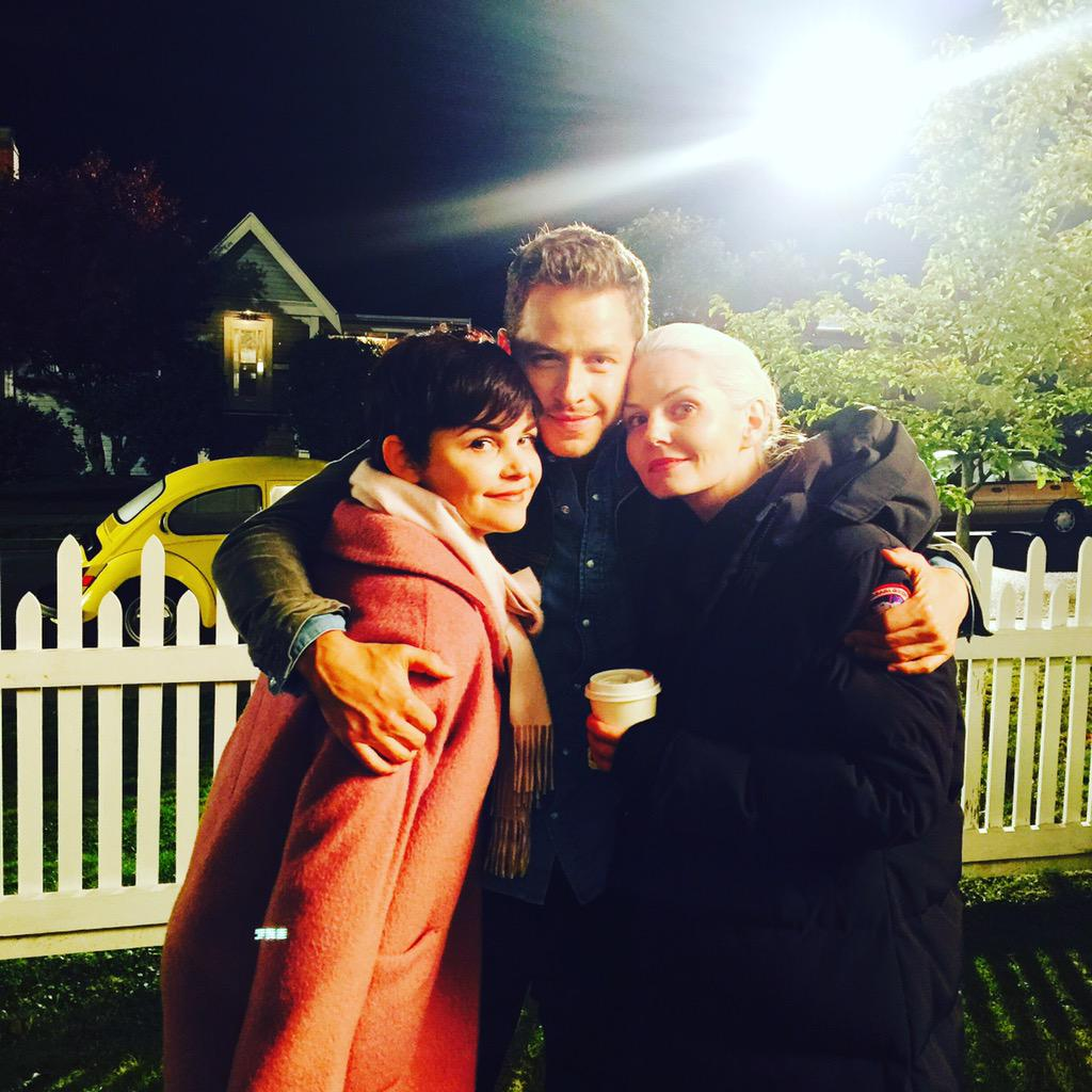 Day 16: charming family photo. #101smiles #DarkSwans #Uglyducklings #DarkCharming photo by @LanaParrilla http://t.co/HBuTQVqPGe