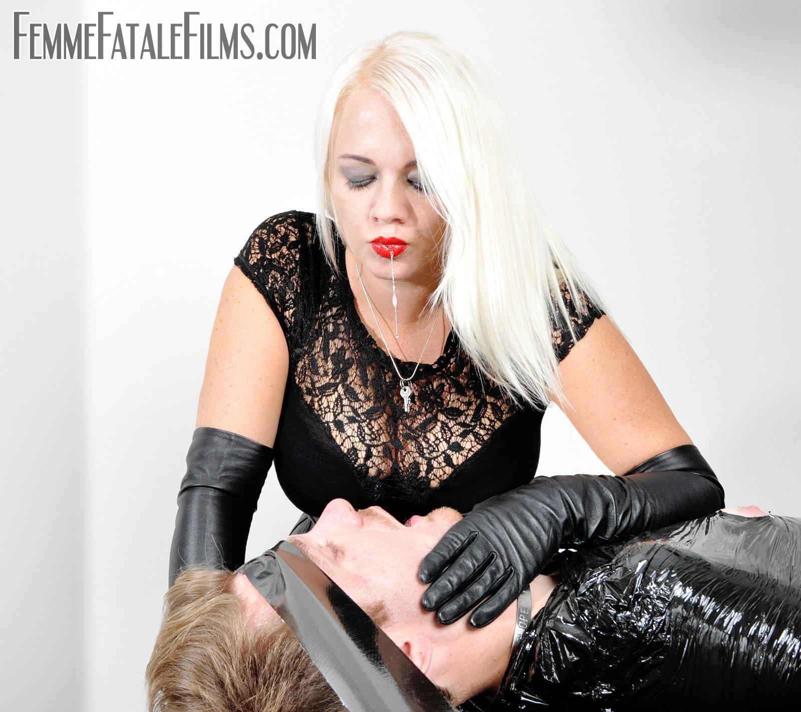 FemmeFataleFilms on Twitter: @Heather_Divine Giving a
