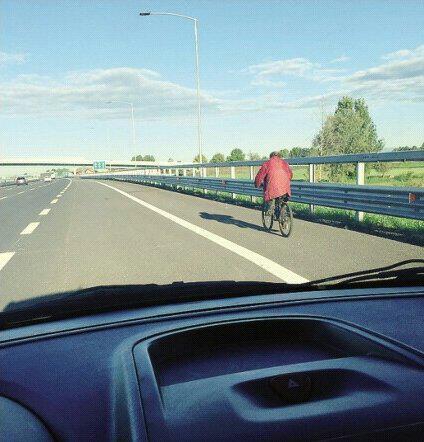 """eco di #bergamo: vecchietto in bicicletta sulla #brebemi. """"Tanto passano poche macchine..."""" @ItalianPolitics http://t.co/GNtSq3jWvV"""
