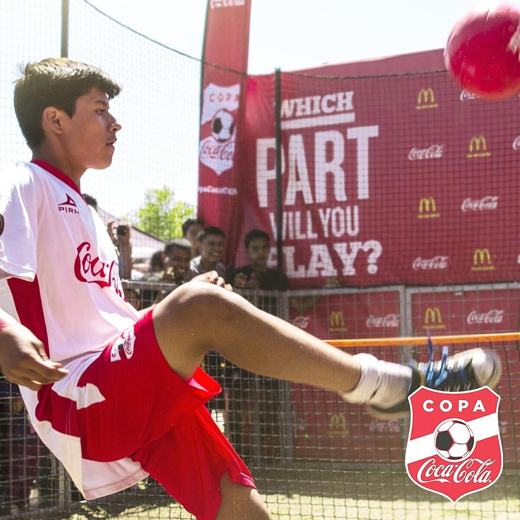 Recorded your videos for THE CHALLENGE yet? Stop by the #CopaCocaColaUSA lounge to get the rules and win! 🎉🙌 http://t.co/D1M8IewCGk