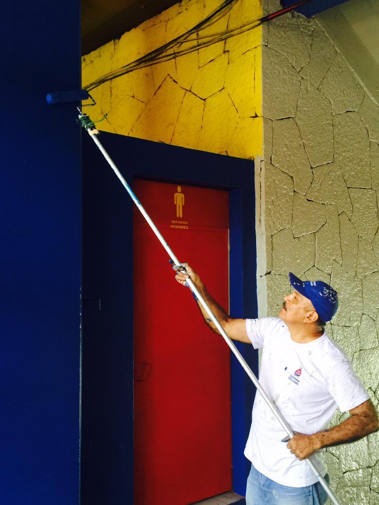 Estadio Cuscatlan es pintado de azul y blanco. CP2IaPjUsAA3zRm