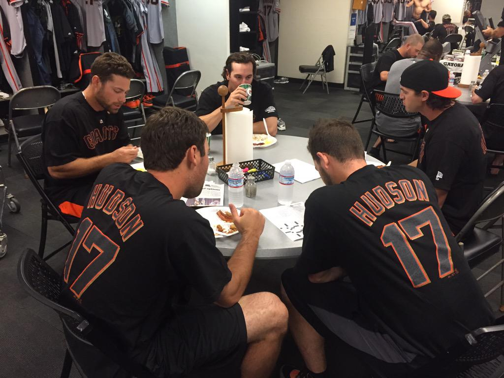 More love for Tim Hudson. Every #SFGiants player donning 17 in clubhouse today! @kimberlybhudson http://t.co/drWG7iIEVE