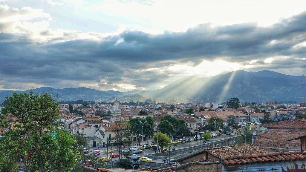 Cuenca is our last stop - what a beautiful town in the south of #ecuador #FeelAgainInEcuador #TeamDE http://t.co/VlLMyH29cn
