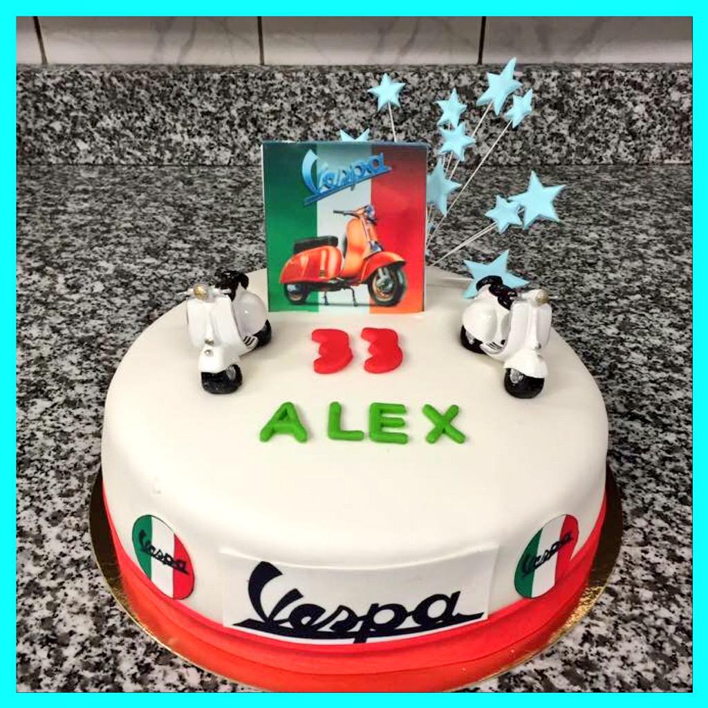Ccilia Sacheli on Twitter Gteau d anniversaire Vespa cake