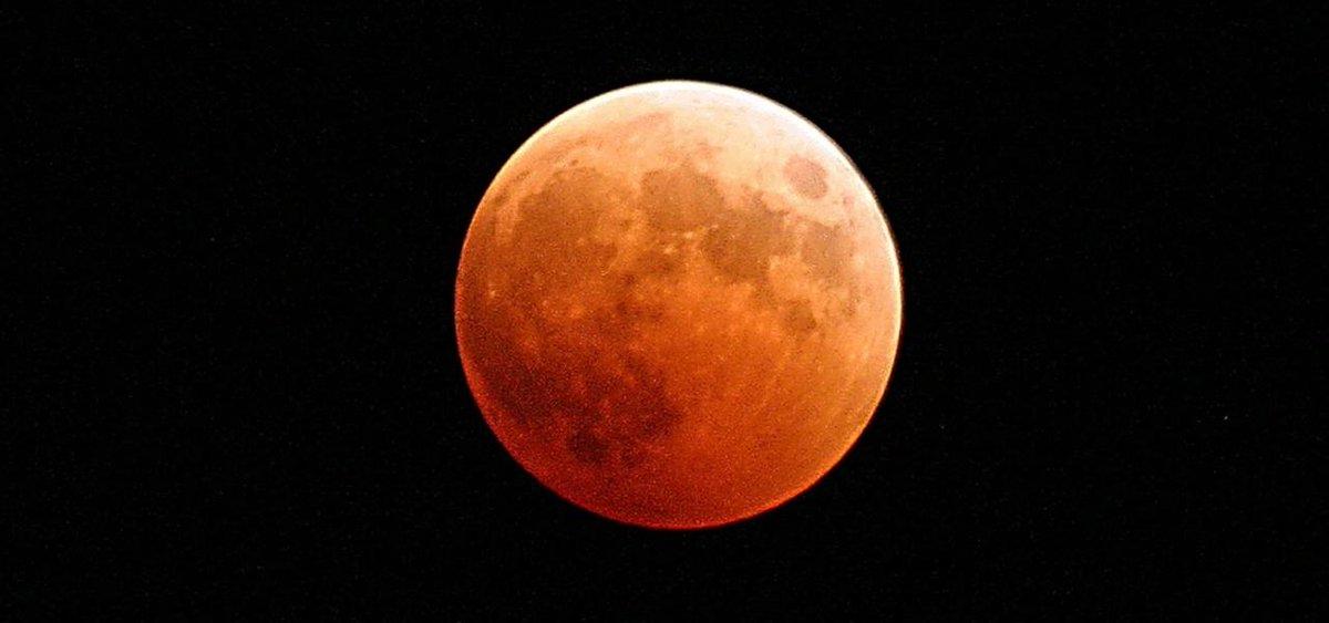 Y mañana ¡todos a ver el impresionante #eclipselunar de la noche del domingo al lunes! http://t.co/jjBRxJpXK2 http://t.co/gh3BZSSKGi