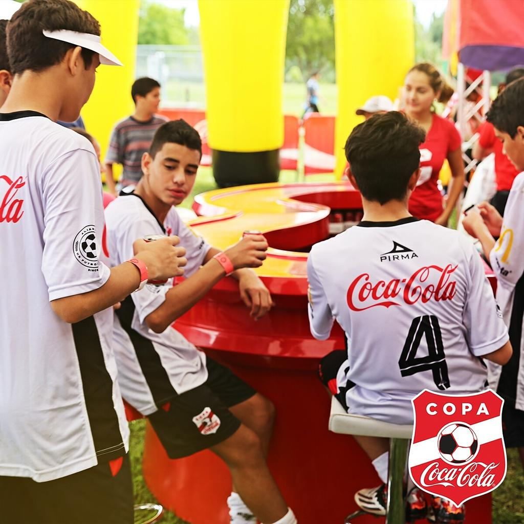 Don't forget to stop by the lounge to enjoy a Coke and plan your strategy for the next game. #CopaCocaColaUSA http://t.co/CNKVe3H0fq