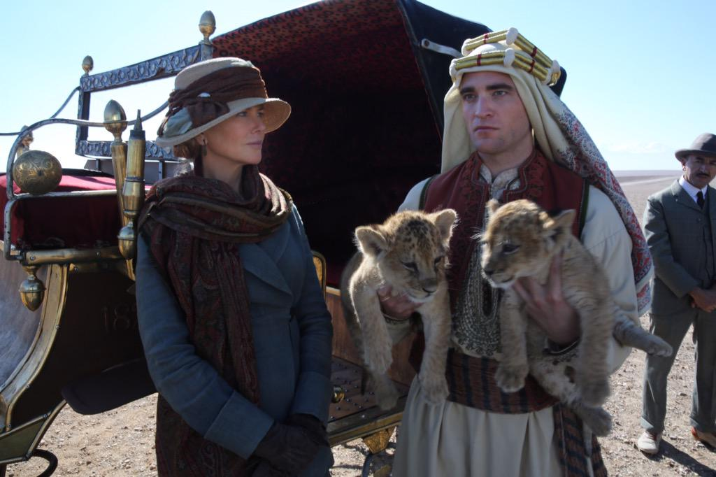 The queen of the desert perks are up. The numbered photos will be this one. http://t.co/KE4KPV1pvL http://t.co/loqKmb6Pya