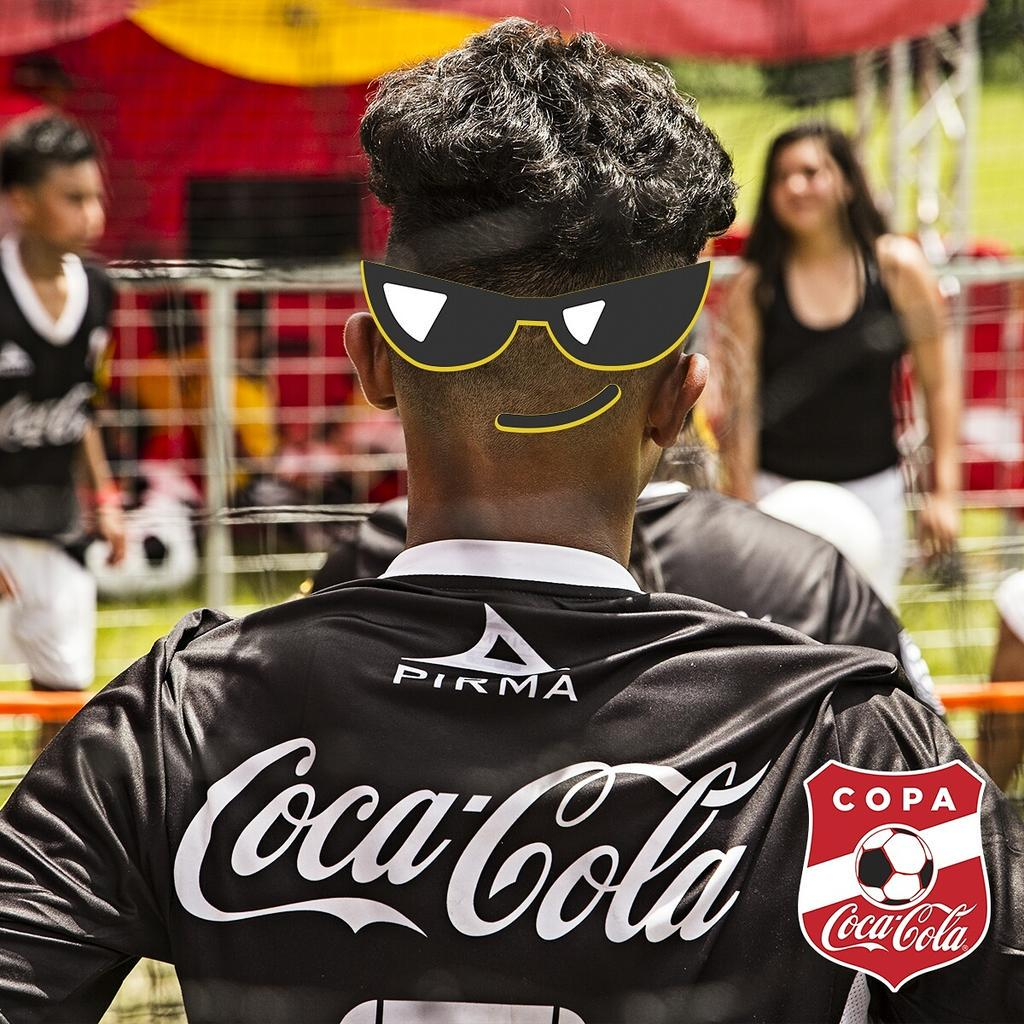 New strategy to distract rivals: eyes in the back of the head. Tag that friend who's always alert! #CopaCocaColaUSA http://t.co/jvttVoi1yd