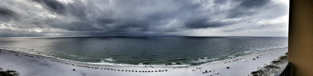 Here comes the rain in Gulf Shores, AL @spann @CharlesDanielWx @MegTom_WX http://t.co/7hva0tgtSR