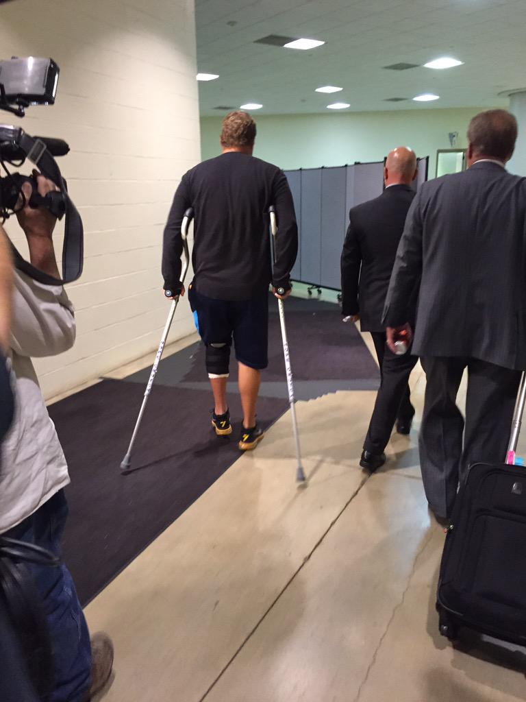 Ben leaving the stadium on crutches http://t.co/QjCUfnjYFp