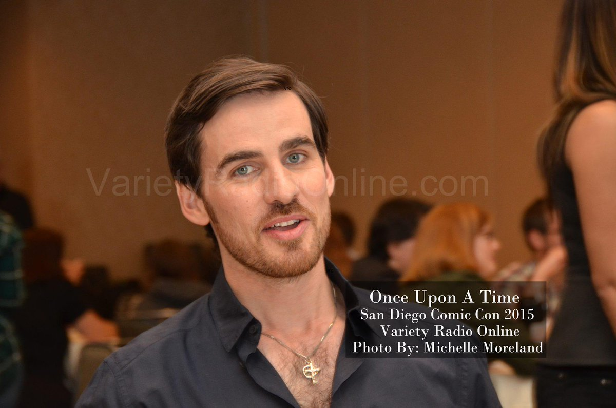 Hello #Hookers Who's ready for #OUAT ? We're uploading #SDCC pics to the website! Here's two of @colinodonoghue1 http://t.co/rB86iGnVhd