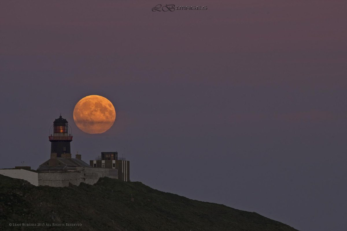 #supermoon beside Ballycotton http://t.co/DAYTzQhsvl. Cork before it went behind clouds  #moon #photography http://t.co/nQtmPbyX0r