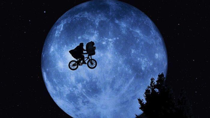 First sighting of the moon from my window. Looks amazing. Can't wait for #SuperBloodMoon http://t.co/BmhYBXgMCB