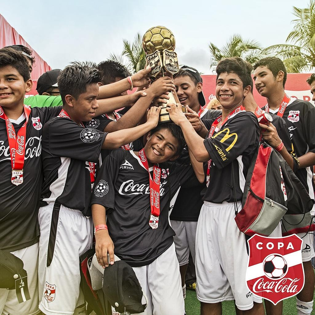 Congrats to all of our #CopaCocaColaUSA Miami players! There are fun ways to celebrate and this is one! 😁⚽ http://t.co/Ntq3th1EC9