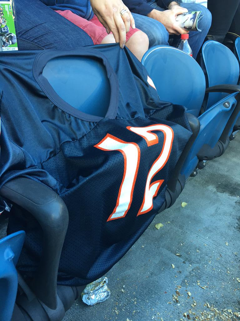At Seahawks game, Bears fan sitting next to me just took his jersey off and left. Lol... http://t.co/iy838L7KRk