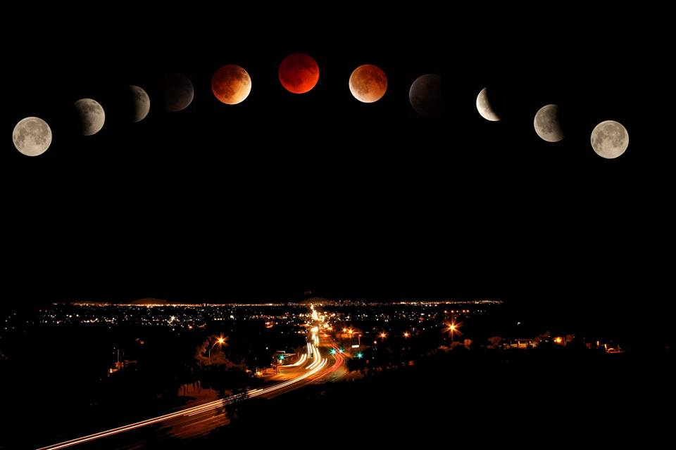 Many #SuperBloodMoon pics, but there can be only 1 AZ Photo of the Day - and this is it http://t.co/M0IiJ0v3C0 #AZ365 http://t.co/sc8jjV2PFe