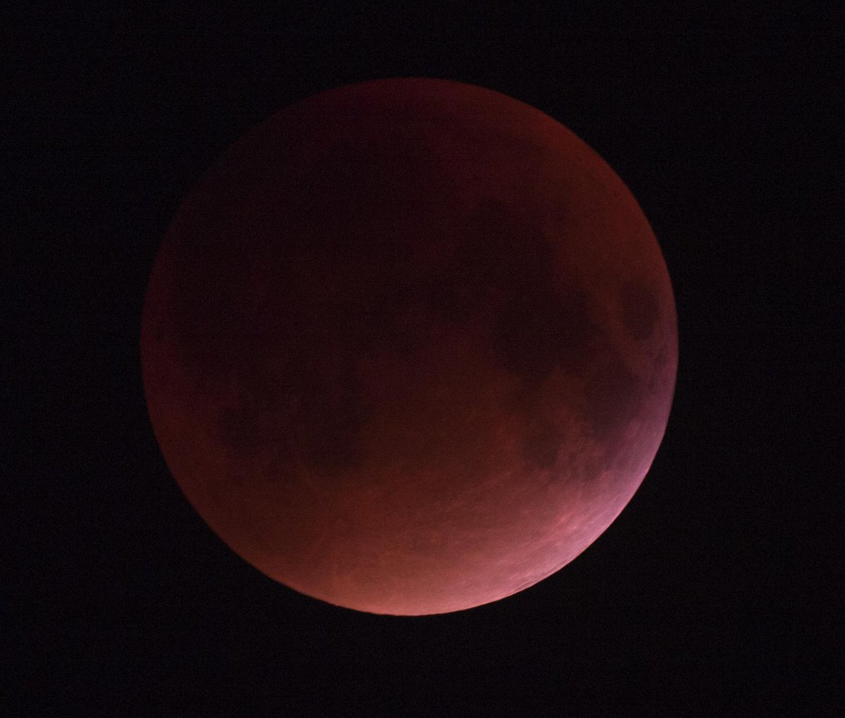 blood moon - quick single frame http://t.co/kYV31DHOtx