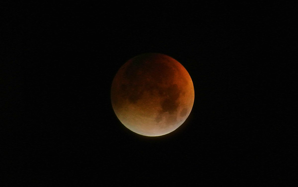 Late night, low light astrophotography. #SuperBloodMoon 3.11am Monday 28 September 2015 Thames Ditton, Surrey. http://t.co/dzzrhxyciR
