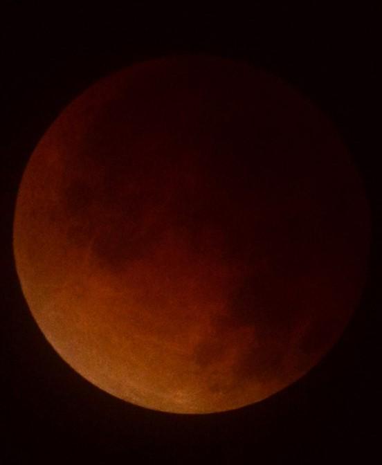 #maansverduistering Moeilijk hoor fotograveren nu.... @helgavanleur @EditieNL http://t.co/JMJDLVV3Lp