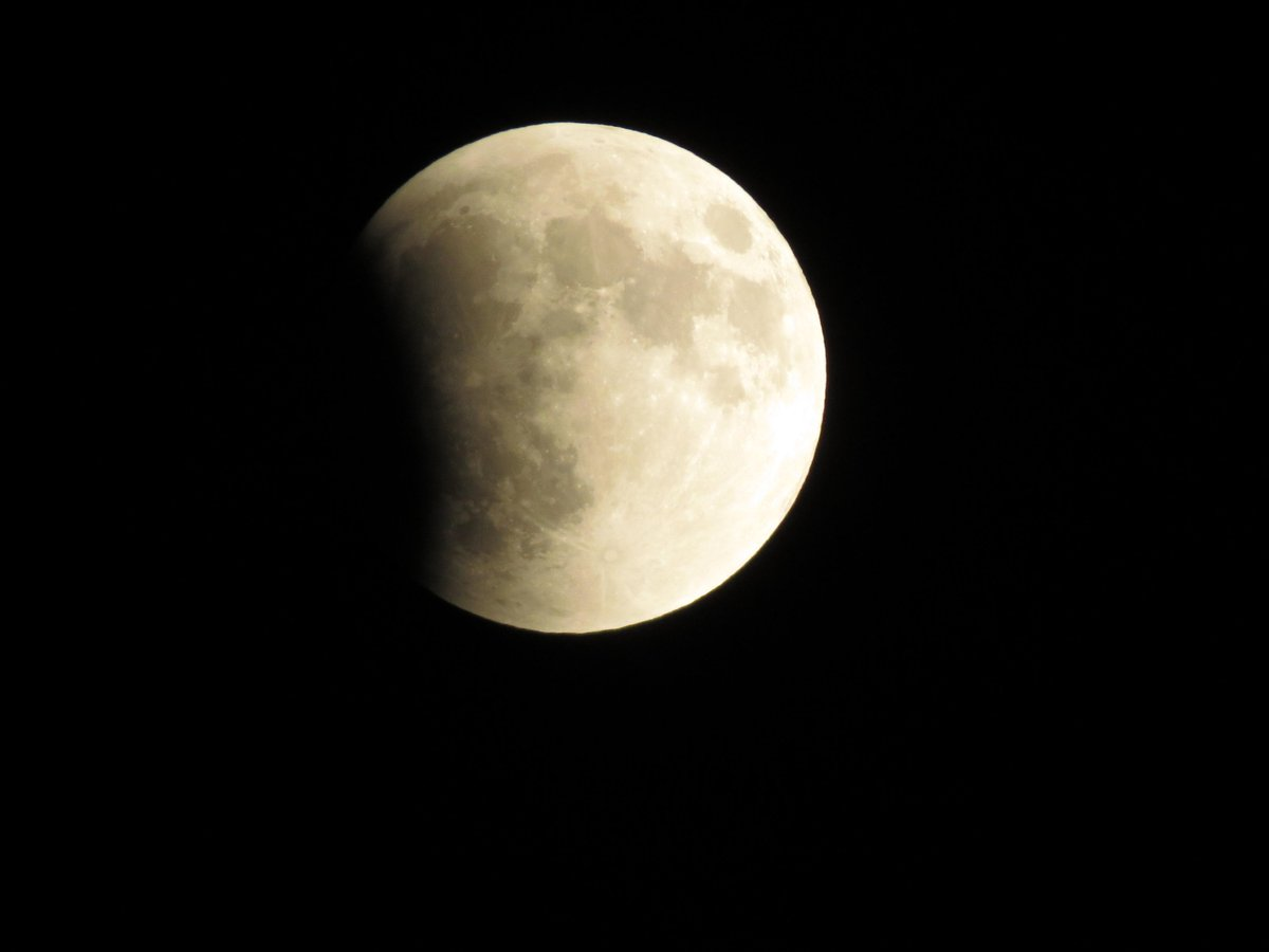 @jnelsonweather   Here are 2  views from Southside of Milwaukee, WI #Supermoon http://t.co/lpt7Nwhcqi