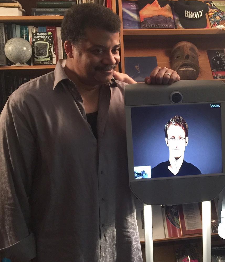 Edward Snowden con Neil deGrasse Tyson in collegamento con il programma StarTalk.