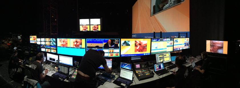 Backstage controlroom at #ERUS15. #livesurgery by @mediAVenturesBE. @Barco fiesta with FSN, E2, Encore, HDQ #4K, 3D! http://t.co/woA7LZcWbq