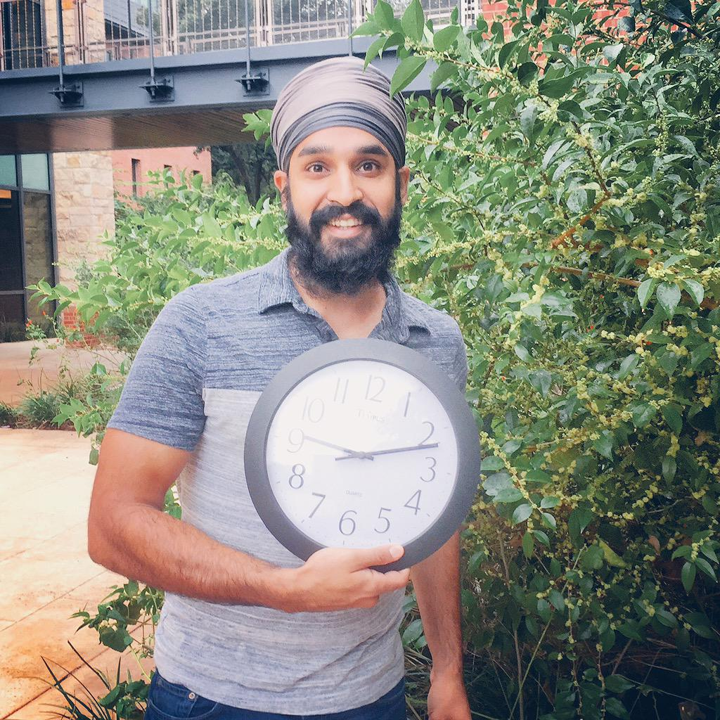 Brought my clock to work today. #IStandWithAhmed #Solidarity http://t.co/h4Jr0siF1A