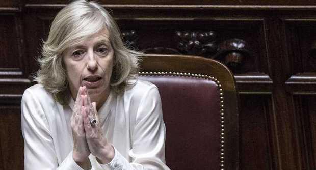 """Il ministro Stefania Giannini su twitter: """"Un'altra misura concreta della Buona Scuola""""."""