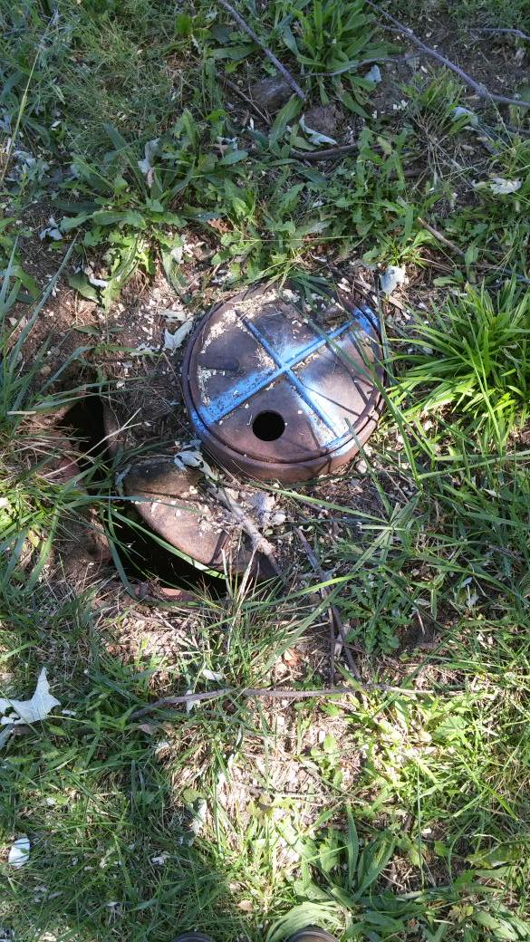On the search for the mystery inlet I found a water meter! Notice these all the time now #topekatweetalong http://t.co/psSga3BHcu