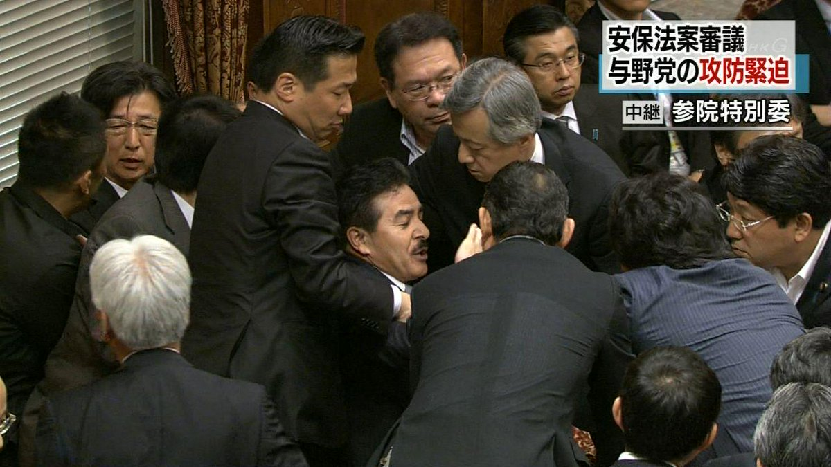 自民党の佐藤議員に暴力を振るう野党の議員達。 http://t.co/JIK74DRlJa