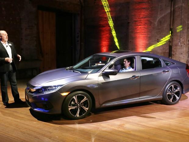Honda Civic ganha nova geração; modelo chega ao Brasil em 2016 http://t.co/v8RUrfcQXW #AutoEsporte #G1 http://t.co/4SCzwRE7Eh