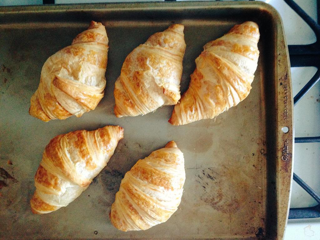 Freshly Baked Croissants for Breakfast - Croissants acabados de assar #croissant #breakfast #cafedamanha<br>http://pic.twitter.com/ugsHnMjvWC