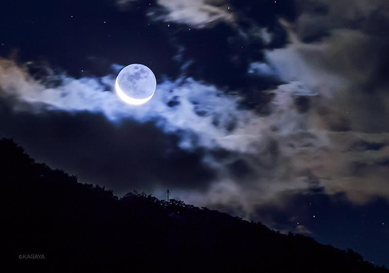 雲の海に浮かぶ、輝く月の舟。(先週撮影) pic.twitter.com/e3qLn4vRdo