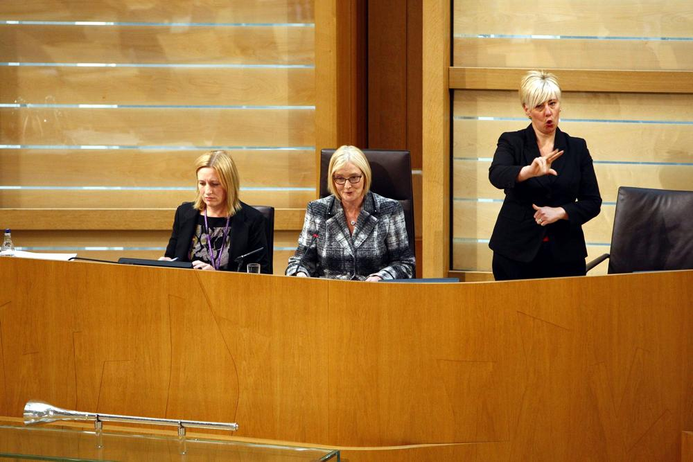 MSPs have unanimously agreed to pass the British Sign Language (Scotland) Bill http://t.co/SeJd8DMO9p #BSLbill http://t.co/asE4ZEcWnj