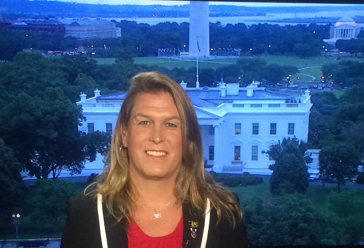 Kristin Beck, retired US Navy SEAL, will speak about how artmaking has helped her with post-war reintegration. #DASER http://t.co/8CHrW7aIa4