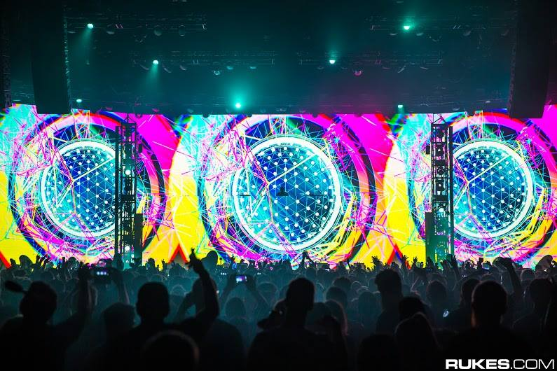 You can watch a full stream of @Zedd's show tonight in San Francisco! Tune in to http://t.co/wrBP4kb3bt at 9:30 CT! http://t.co/ewM0h9IMRL