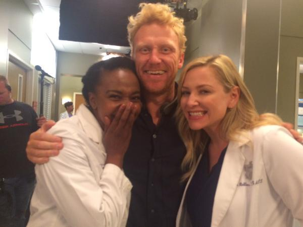 #TheHuntIsOn in 1 week! Pics from Kevin McKidd directing @GreysABC 12x01 :-)  pics via @TheRealKMcKidd @karingleason http://t.co/LvO5vqdlzL