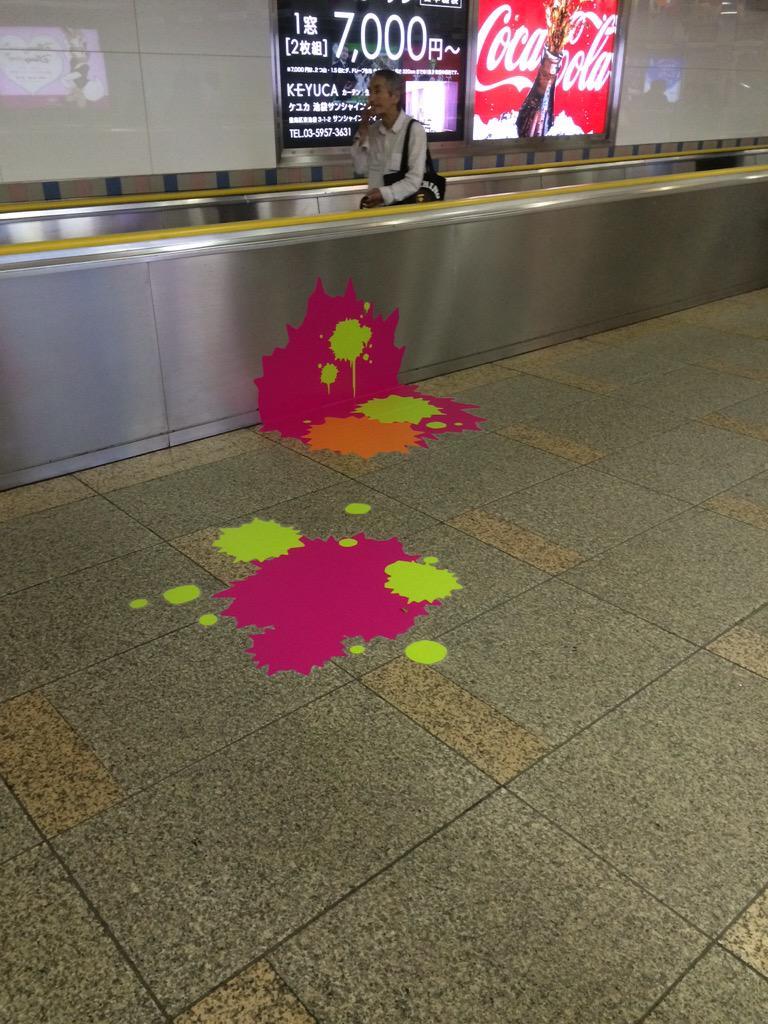サンシャインの地下連絡通路にてイカが交戦した痕跡みたいのが。 http://t.co/1XVkF5KnXZ