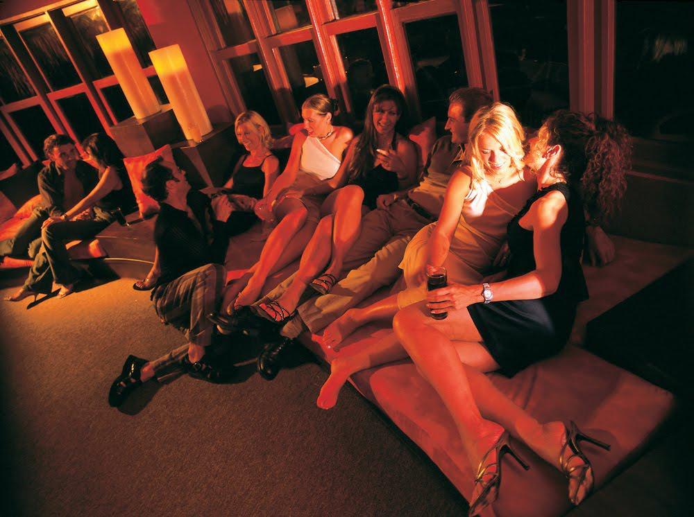дура была, свинг вечеринки в закрытых клубах предоставлен исключительно для