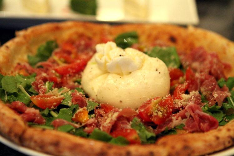Where can you get #authentic #pizza in #HCMC? Check our list at http://t.co/X7UAaPYnqG http://t.co/YLTVp1XoXW