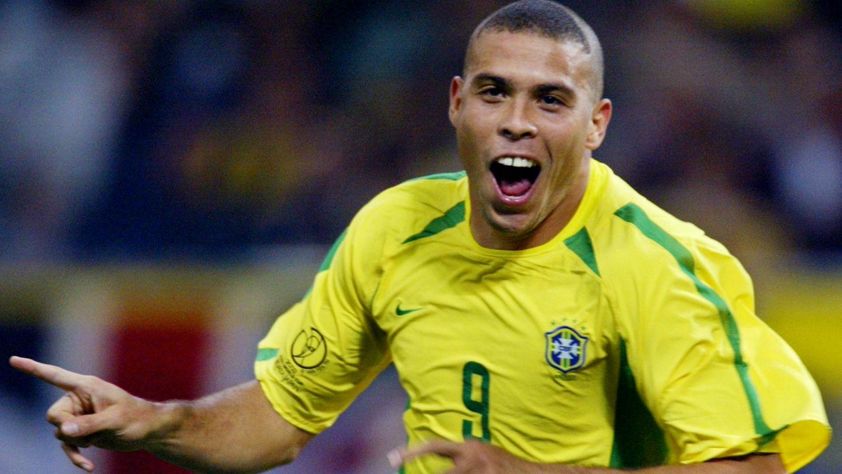 Happy Birthday to Ronaldo Nazário de Lima,One of the greatest striker in the history of football. #Legend #Brazil http://t.co/DDHd9agwpM