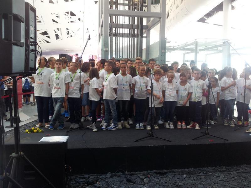 La #settimanaER a @Expo2015Milano si apre con un coro di giovani #conCittadini di #Piacenza http://t.co/vgctInB9xU http://t.co/lYq3DTym1o