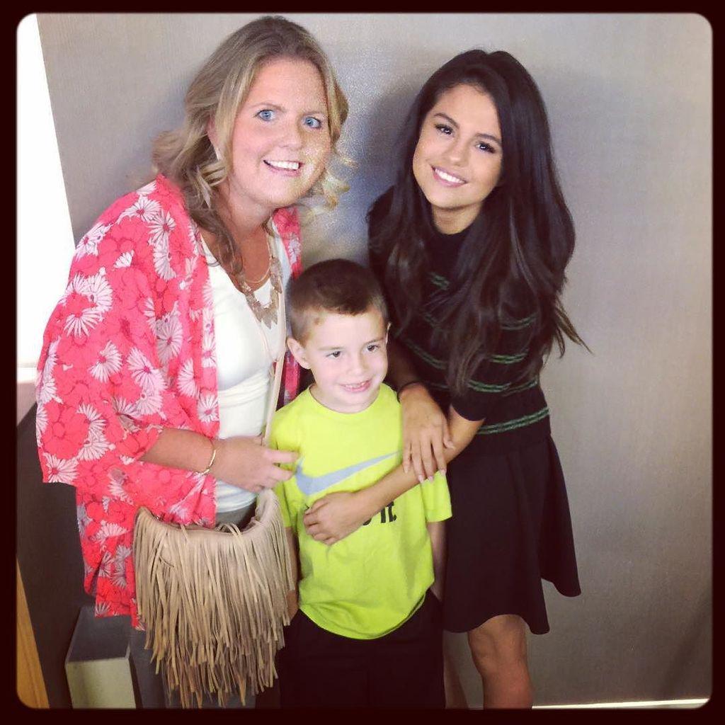 She was super sweet! @SelenaGomez rocks! #HotelT2 #MyRealMomAdventures http://t.co/diVK8fZ4mi