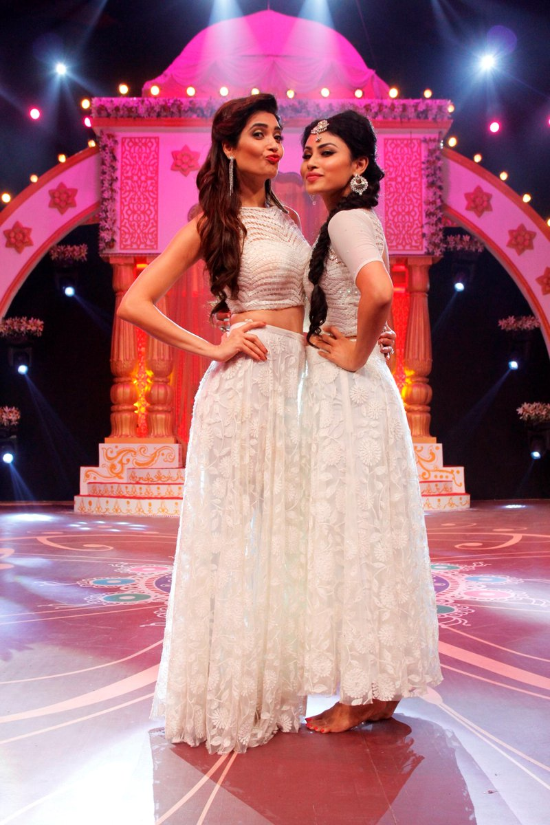 Karishma Tanna and Mouni Roy perfrom at Deva Shree Ganesha on Zee TV