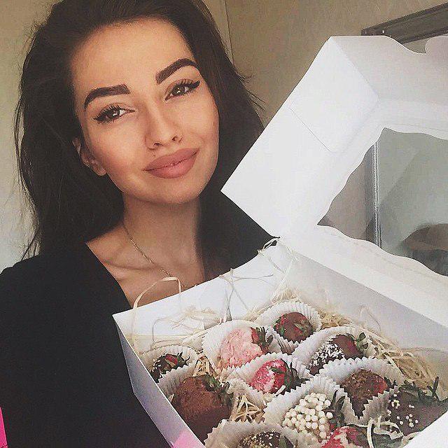 Alena Bogdanova  - Клубника в ш twitter @Alena_Bogdanaa