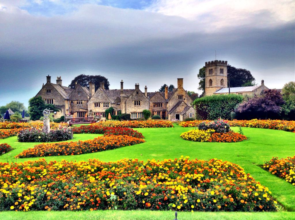 What a beautiful #FriFotos. #GreatBritain has so many beautiful gardens. This is @Buckland_Manor in The #Cotswolds. http://t.co/VvB8iWlq8V