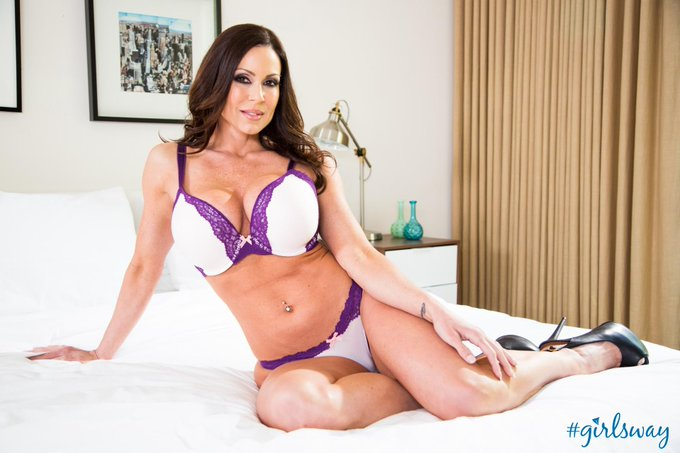 A very special happy birthday to @KendraLust! Hope you're having a wonderful day! #Girlsway #LustArmy