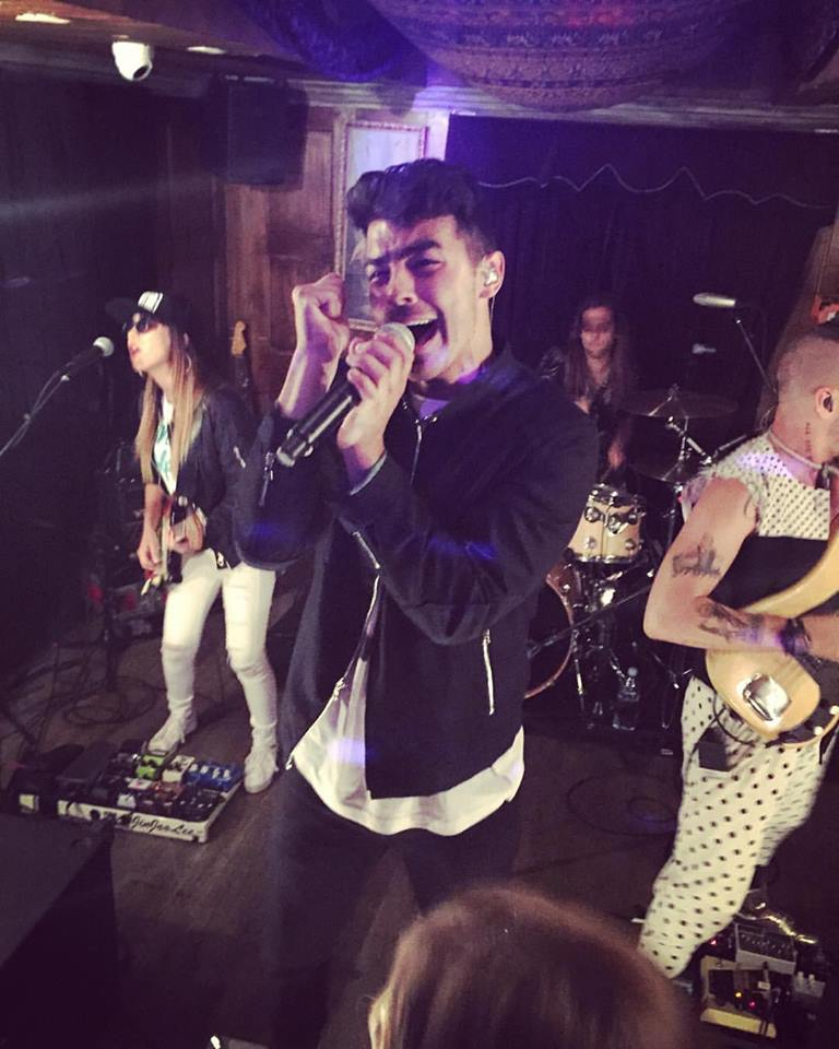 pic of @joejonas by @ZacSebastian singing with his new band @DNCE at @uadnyc Download #CakeByTheOcean - SO good. http://t.co/TMmWRiJWOZ