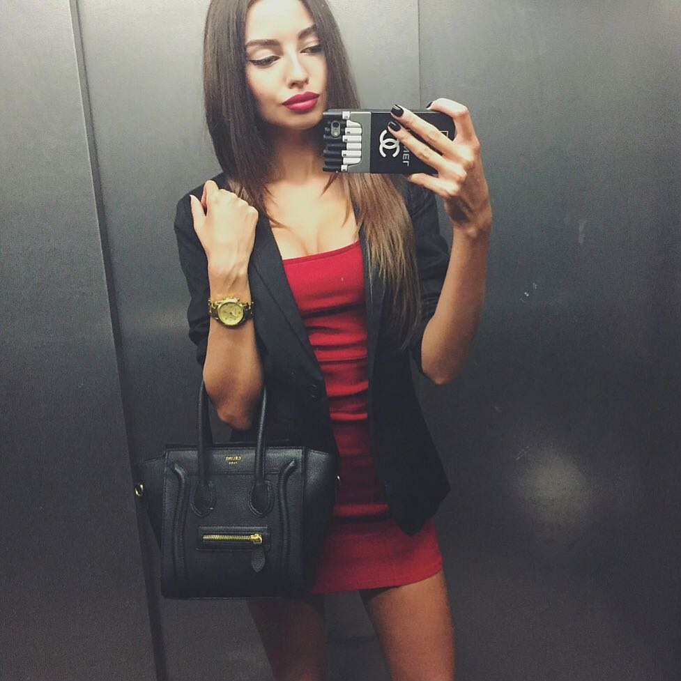 Alena Bogdanova  - Когда кажетс twitter @Alena_Bogdanaa