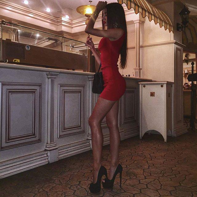 Alena Bogdanova  - Шикарный веч twitter @Alena_Bogdanaa